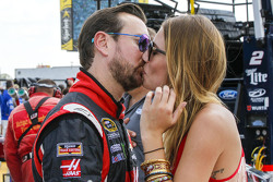Kurt Busch, Stewart-Haas Racing Chevrolet with girlfriend Ashley Van Metre
