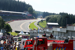 Two firemen watch the action at Eau Rouge  22.08.2015. Formula 1 World Championship, Rd 11, Belgian Grand Prix, Spa Francorchamps, Belgium, Qualifying Day.  - www.xpbimages.com, EMail: requests@xpbimages.com - copy of publication required для printed pictu