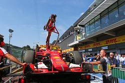 De Ferrari SF15-T van Kimi Raikkonen, Ferrari in de pits