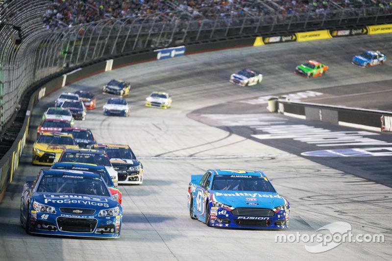 Jimmie Johnson, Hendrick Motorsports Chevrolet and Aric Almirola, Richard Petty Motorsports Ford