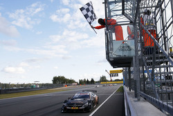 Pascal Wehrlein, HWA AG Mercedes-AMG C63 DTM se lleva la victoria