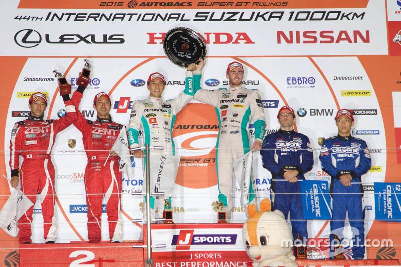 Podium: race winners Daisuke Ito and James Rossiter, second place Yuji Tachikawa and Ishiura Hiroaki, Zent Cerumo Lexus RC F, third place Hironobu Yasuda, Joao Paulo de Oliveira, Nissan Motorsports