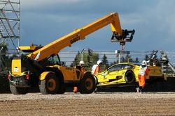 Эвакуация машины BMW M4 DTM Тимо Глока