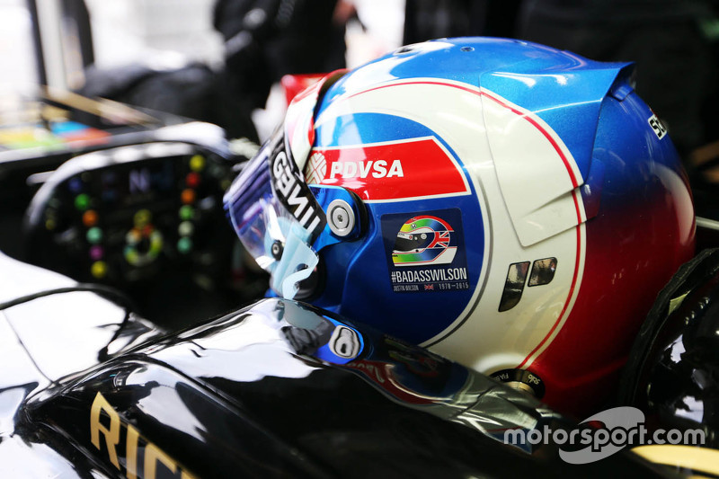 Jolyon Palmer, Lotus F1 E23 Test and Reserve Driver with a tribute on his helmet for Justin Wilson