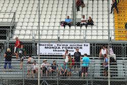 Une bannière en soutien au circuit de Monza