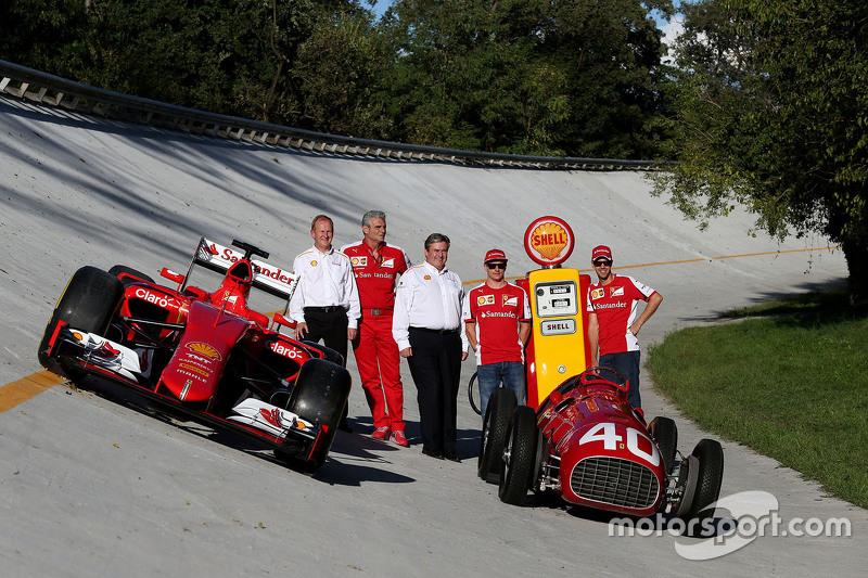 Kimi Raikkonen, Ferrari with Sebastian Vettel, Ferrari