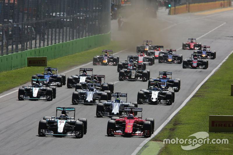 Lewis Hamilton, Mercedes AMG F1 W06 and Sebastian Vettel, Ferrari SF15-T at the start of the race