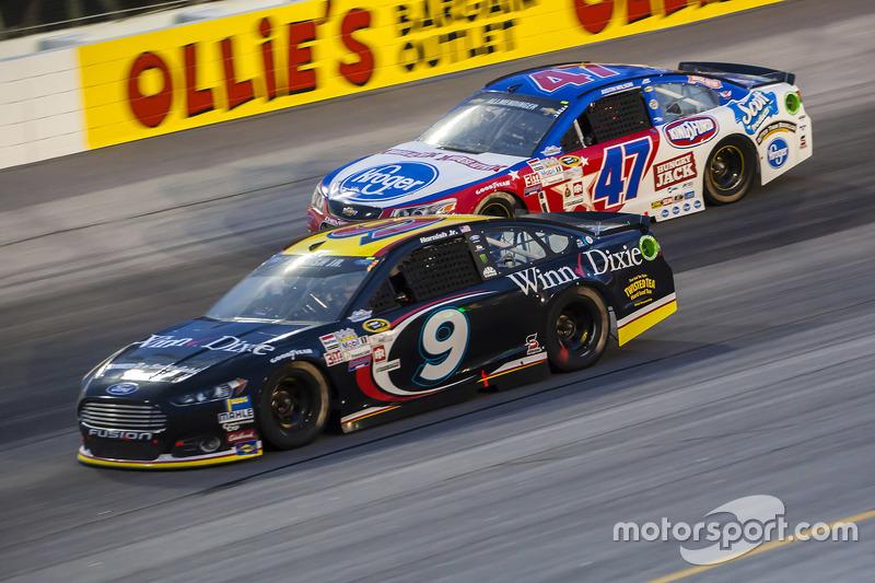 Sam Hornish Jr., Richard Petty Motorsports Ford and A.J. Allmendinger, JTG Daugherty Racing Chevrolet
