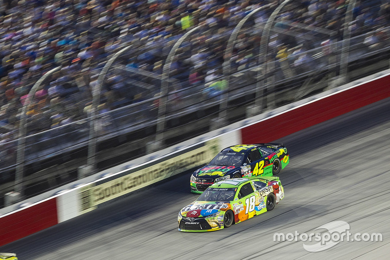 Kyle Busch, Joe Gibbs Racing Toyota and Kyle Larson, Chip Ganassi Racing Chevrolet