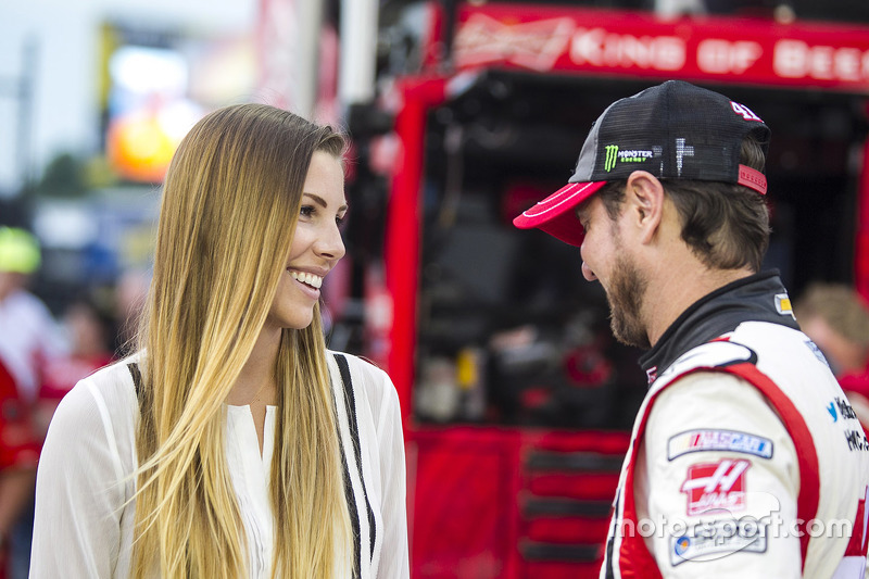 Kurt Busch, Stewart-Haas Racing Chevrolet with fiance Ashley Van Metre