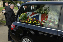 Der Sarg von Justin Wilson bei der Beerdigung