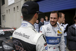 Pascal Wehrlein, HWA AG Mercedes-AMG C63 DTM et Gary Paffett, ART Grand Prix Mercedes-AMG C63 DTM