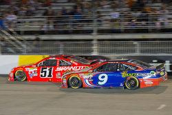 Джастін Алльгайер, HScott Motorsports Chevrolet та Сем Хорніш мол., Richard Petty Motorsports Ford