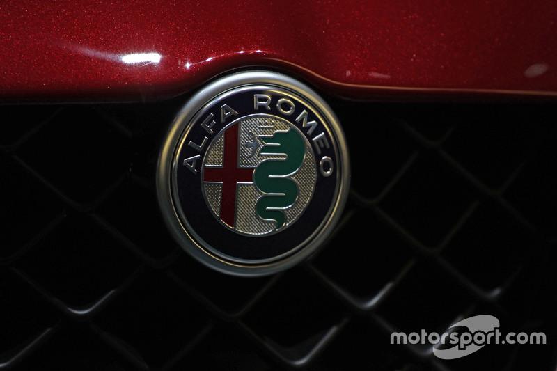 New Alfa Romeo лого