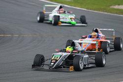 Мик Шумахер, Мфт Amersfoort Racing, и Роберт Шварцман, ADAC Berlin-Brandenburg e.V.