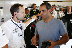 Alexander Hitzinger, LMP1 technical director with Juan Pablo Montoya