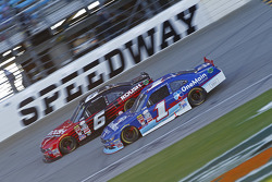 Elliott Sadler, Roush Fenway Racing Ford ve Darrell Wallace Jr., Roush Fenway Racing Ford