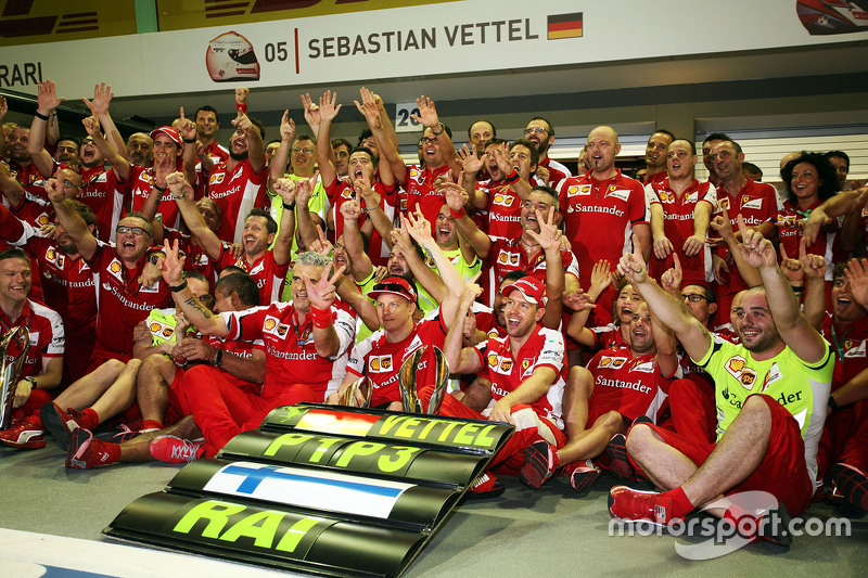 Race winner Sebastian Vettel, Ferrari and third placed Kimi Raikkonen, Ferrari celebrate with the team