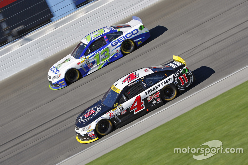 Kevin Harvick, Stewart-Haas Racing Chevrolet and Casey Mears, Germain Racing Chevrolet
