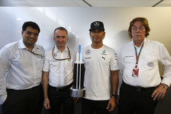 Mehul Kapadia, Tata communications with Lewis Hamilton, Paddy Lowe, Mercedes AMG F1 Executive Director and John Morrison, FOM Chief Technical Officer