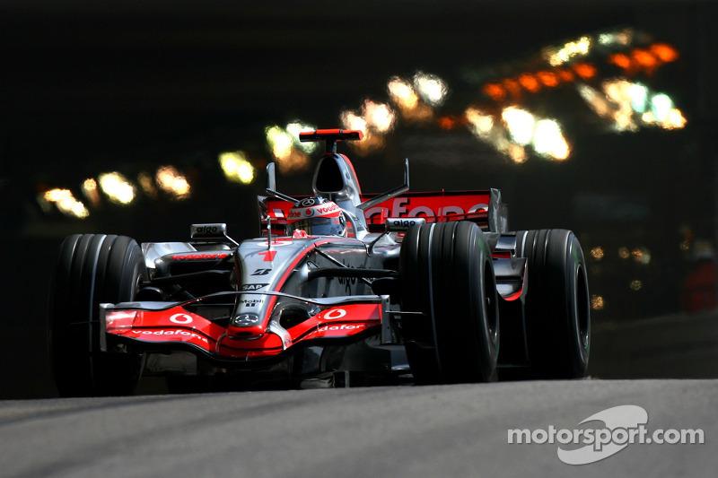 #1: Фернандо Алонсо, McLaren-Mercedes, MP4-22