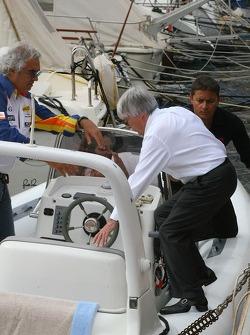 Bernie Ecclestone and Flavio Briatore, Renault F1 Team, Team Chief, Managing Director, board a boat