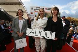 Liz Halliday accepts an award