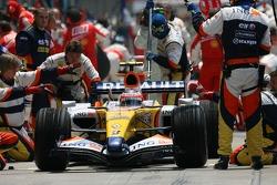 Heikki Kovalainen, Renault F1 Team pit stop