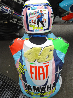 Valentino Rossi's special leathers and helmet