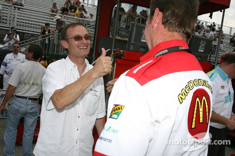 Patrick Bourdais celebrates the provisional pole of his son Sébastien