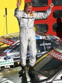 Le vainqueur Mika Häkkinen, Team HWA AMG Mercedes