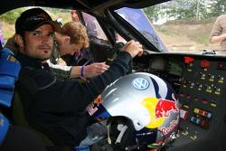 Vitantonio Liuzzi, Scuderia Toro Rosso in a Volkwagen Dakar vehicle