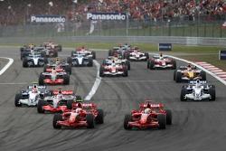 Start: Kimi Räikkönen, Ferrari F2007, führt
