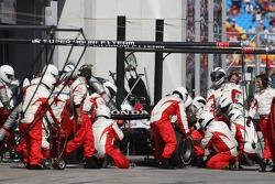 Anthony Davidson, Super Aguri F1 Team, SA07 pit stop