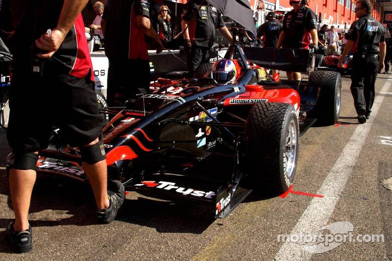 A strong foot in the way of impatient Robert Doornboss (Minardi Team USA)