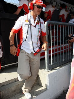 Michael Schumacher, Scuderia Ferrari, Advisor on the pit wall during the qualifying