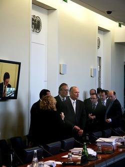 Ron Dennis, McLaren, Director, Presidente y su equipo legal