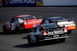 Clint Bowyer races thru traffic