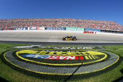 Matt Kenseth leads in turn 1