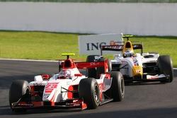 Nicolas Lapierre, DAMS leads Lucas Di Grassi, ART Grand Prix