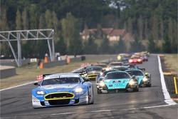 Start: #36 Jetalliance Racing Aston Martin DBR9: Lukas Lichtner-Hoyer, Robert Lechner leads the field