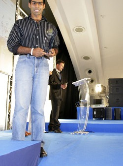 Karun Chandhok with his award