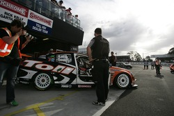 Garth Tander get ready to head out (Toll HSV Dealer Team Commodore VE)