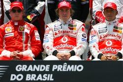 The end of season group photo: Kimi Raikkonen, Scuderia Ferrari, Fernando Alonso, McLaren Mercedes, Lewis Hamilton, McLaren Mercedes