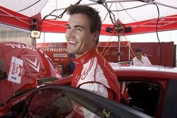 Daniel Sordo dans la zone de service Citroën Total WRT