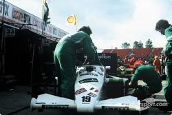 Benetton Toleman-Hart TG185 in de pits