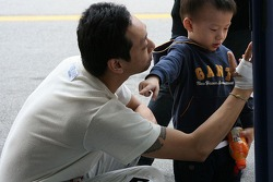 Lei Kit Meng with his son