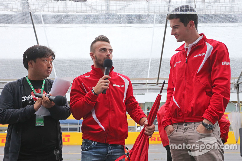 Will Stevens, Manor Marussia F1 Team, und Alexander Rossi, Manor Marussia F1 Team, mit Fans