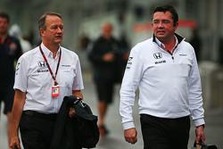 Jonathan Neale, McLaren-Geschäftsführer, mit Eric Boullier, McLaren-Rennleiter