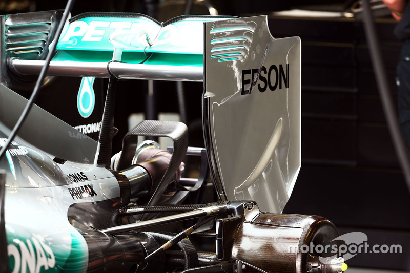 Mercedes AMG F1 W06 задне крило